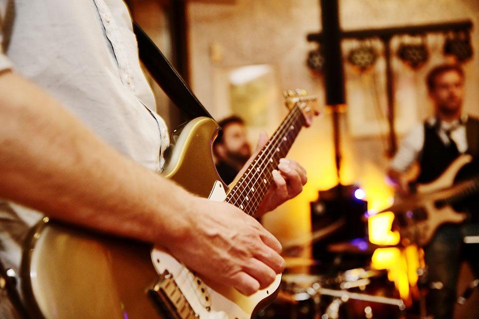 musiciens avec des protections auditives